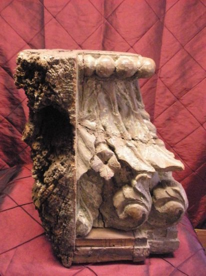 17-18c Carved wood capital top Fragment with acanthus leafs