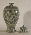 Chinese early Blue and White Meiping with Lid