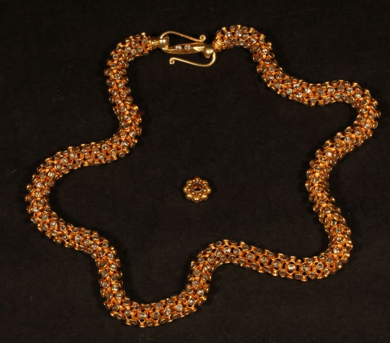 India High Carat Gold and Diamond Necklace approx 740 diamonds