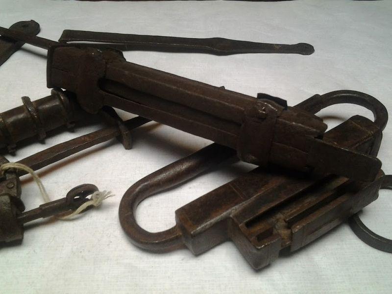 Box-of-Antique-Continental Asian-hand-made-Locks-box-5
