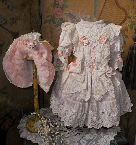 Pretty French Hand Embroidery Muslin Bebe Costume with Bonnet