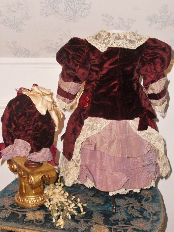 ~~~ Elegant French Bebe Silk Costume with Bonnet ~~~