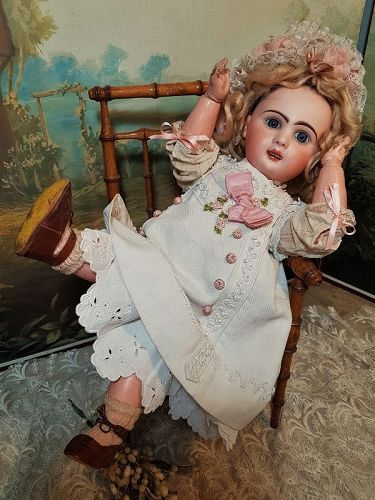 Lovely Bisque Bebe Louvre by Jumeau Factory Special Series / 1890