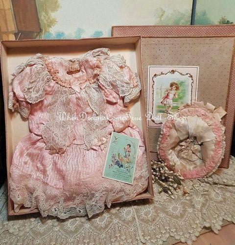 ~~~ Superb Antique Silk Costume with Bonnet in Presentation Box ~~~