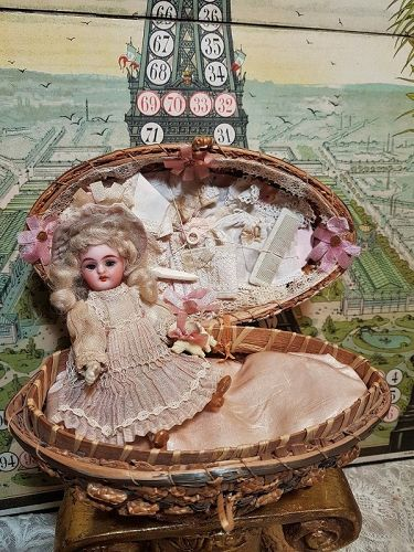 """Lovely """" Oeuf de Paques """" Mignonette Presentation from Etrennes 1895"""