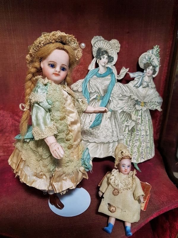 Mademoiselle Mignonette in Superb Clothing and original Condition
