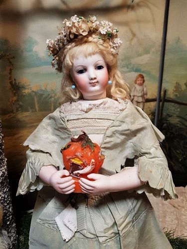 Superb French Bisque Poupee with rare Facial Model