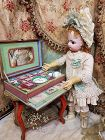 ~~~ Lovely French Porcelain Doll´s Toilette in Presentation Box ~~~