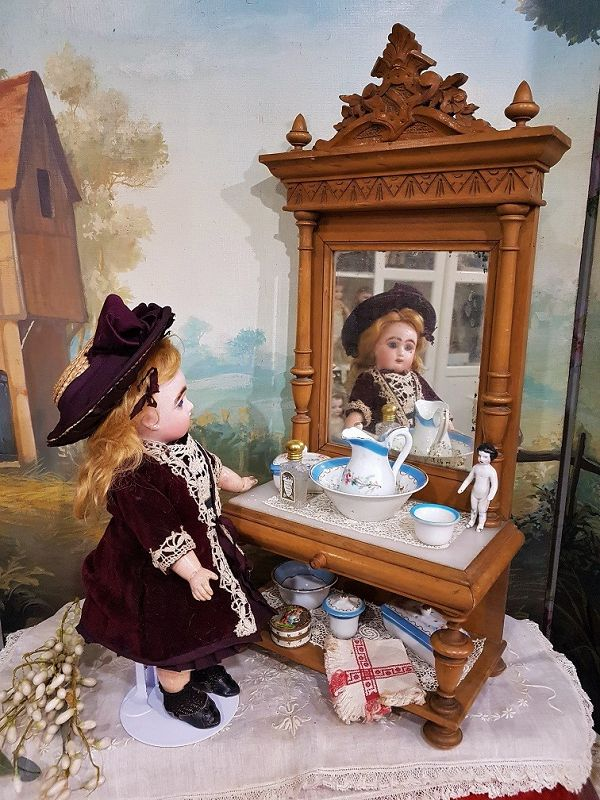 ~~~ Pretty French Doll´s Dressing Table with Porcelain - Set ~~~