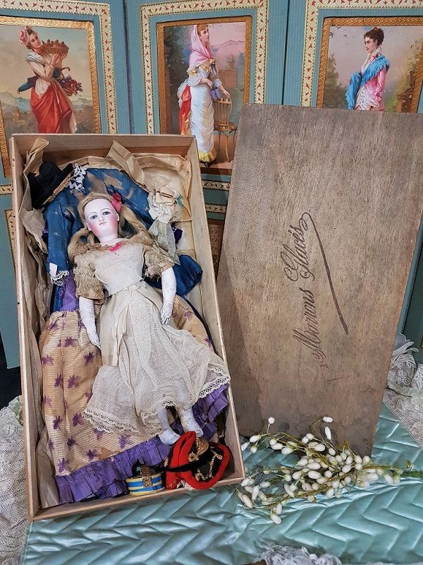 Attic found French Teenager Smiling Bru Poupee with her Trousseau