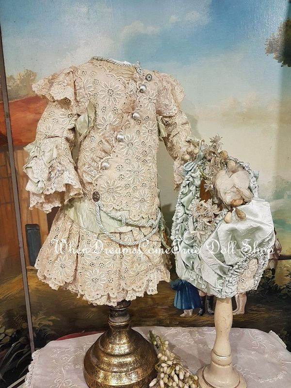 Beautiful French Hand Embroidery Bebe Costume with Silk Bonnet