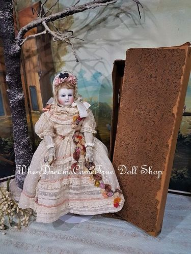 Early 1860 th. French Parisienne Poupee with original Presentation Box