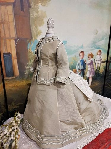 ~~~ Nicely antique Silk Poupee Gown ~~~