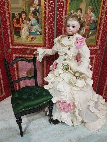 ~~~ Elegant French Salon Chair with Tufted Silk Upholstered ~~~