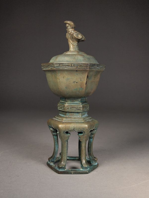 Chinese bronze vessel with lid