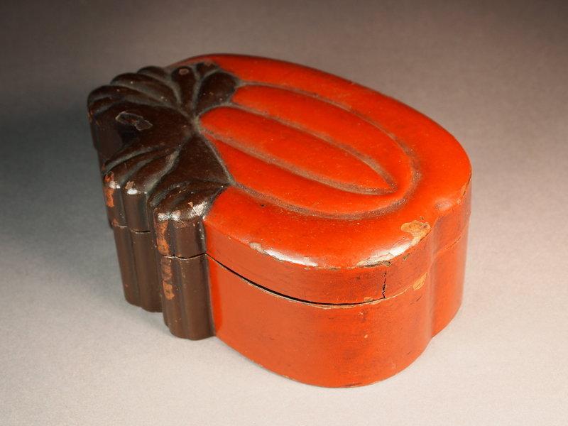 Japanese lacquer wooden pumpkin box