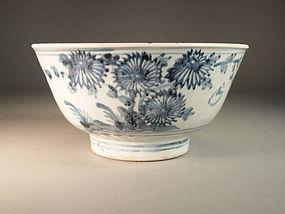 Large Chinese blue / white porcelain bowl