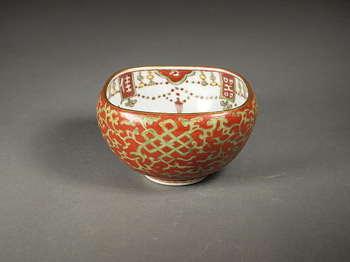 Japanese red and green porcelain bowl