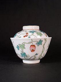 Chinese overglaze enamel porcelain lidded bowl