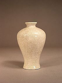 Chinese porcelain crackle glaze meiping vase