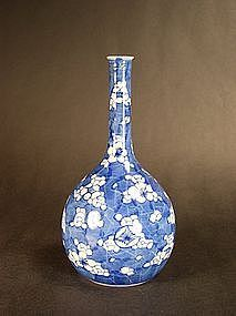 Japanese Hirado ware long-necked bottle