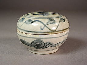 Chinese blue / white porcelain lidded box