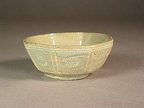 Korean inlaid celadon octagonal stoneware dish