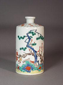 Japanese Kakiemon style porcelain bottle