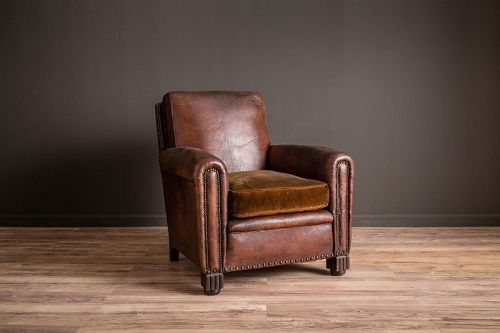 Basque Sweet Dark Nailed Solo French Club chair