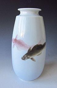 Makuzu Kozan  Carp Done in Iro Sometsuke Vase