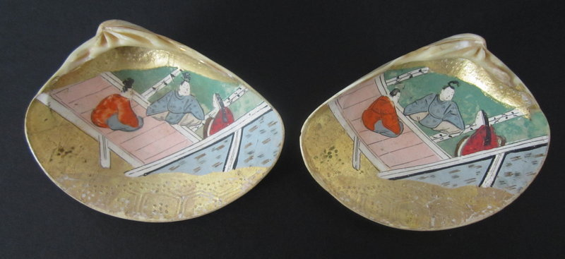 Japanese Antique Pair of Painted Kaiawase Shells